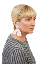 Load image into Gallery viewer, PlexiGlass Mirror-White Arch Earrings / White