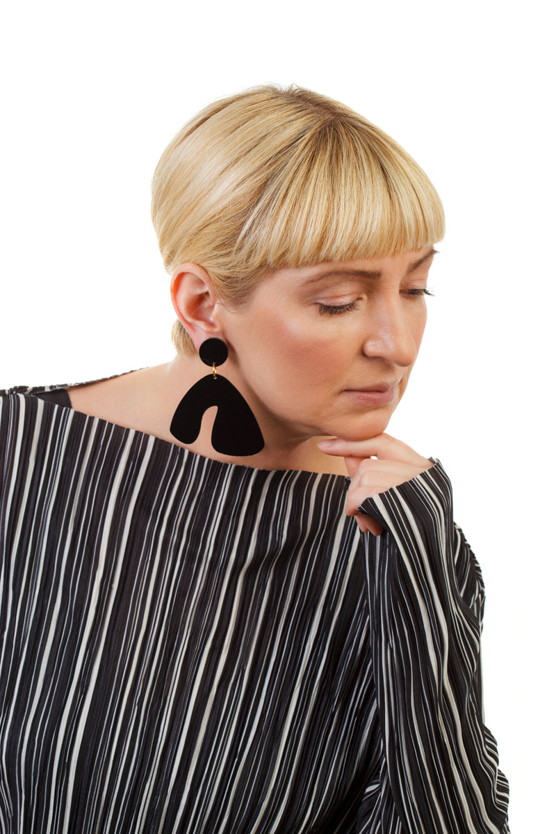 PlexiGlass Mirror-Black Arch Earrings / Black
