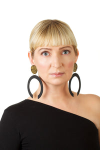 C-Hoop Earrings / Gold+Black