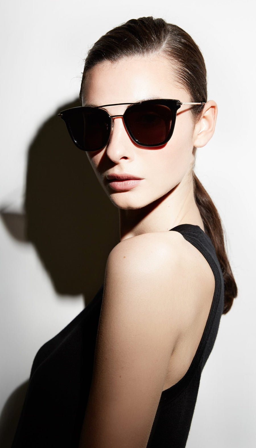 Juliette Hogan | No. 07 Eyewear Black/Gold