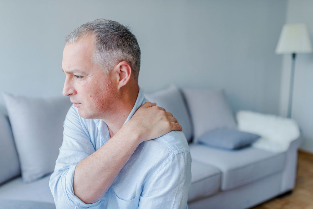 man holding shoulder from night time rotator cuff pain