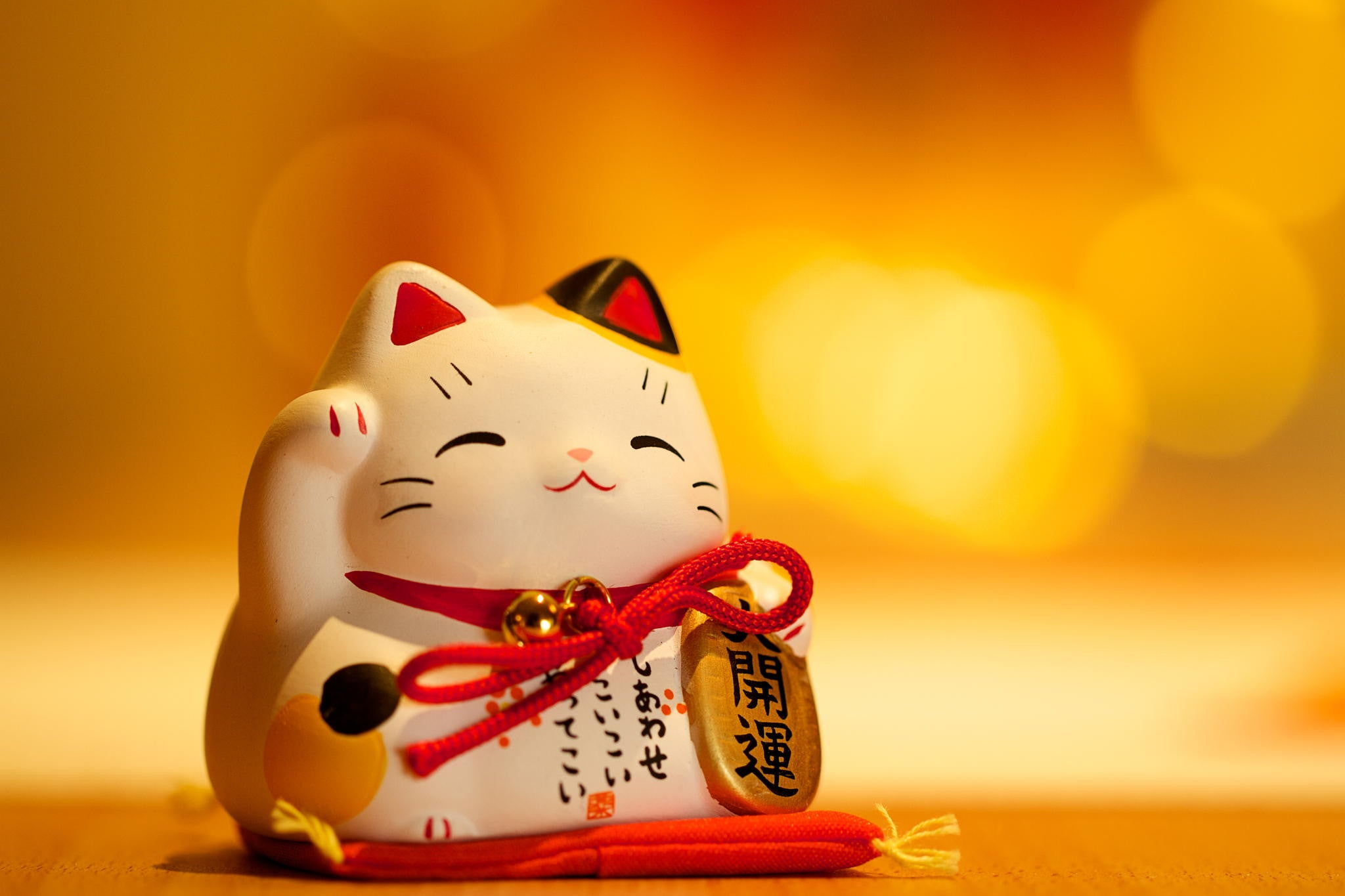 maneki neko good luck cat calico cat figurine