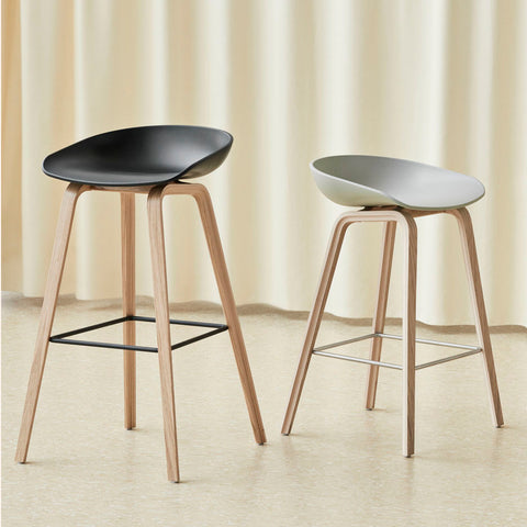 The bar stool About A Stool AAS 32 has the same capacity for transformation as the other designs in the series, ranging from a minimalistic plastic stool to a more full-bodied upholstered version. With a curved backrest and long, elegant wooden legs, it enjoys a simple yet strong visual presence that makes it ideal as a bar stool in a public environment, as well as for informal meetings and meals.