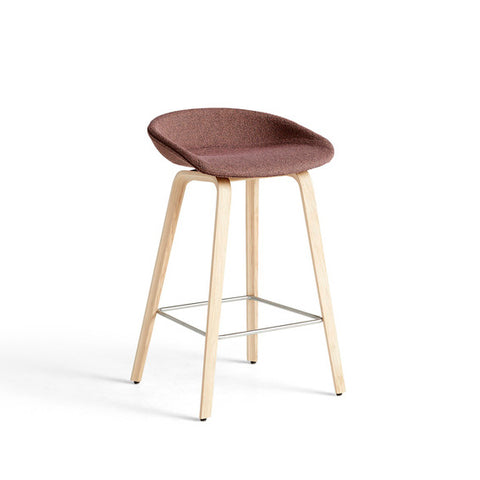 The bar stool About A Stool AAS33 has the same capacity for transformation as the other designs in the series, ranging from a minimalistic plastic stool to a more full-bodied upholstered version. With a curved backrest and long, elegant wooden legs, it enjoys a simple yet strong visual presence that makes it ideal as a bar stool in a public environment, as well as for informal meetings and meals. Available in two heights and in a range of wood finishes, colours and upholstery options.