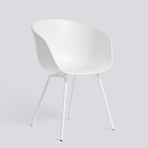 AAC26 has a 4 legged base in polished or powder coated steel, which gives the chair a more formal expression. The shell is available in different colours.