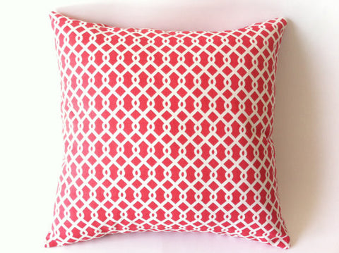 Cushion - Coral chain