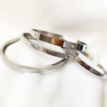 Load image into Gallery viewer, Silver Fashion Print - Stainless Steel Bangle