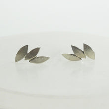 Load image into Gallery viewer, Silver leaf earrings studs
