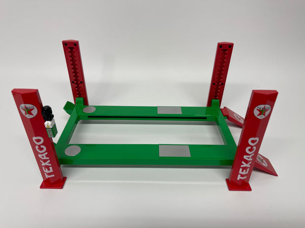 1/18 Four Post Ramp Adjustable Lift . Texaco .  Greenlight . New And Boxed .