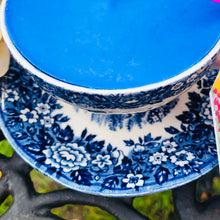 Load image into Gallery viewer, Vintage Blue & White English Country scented Soy Teacup Duo