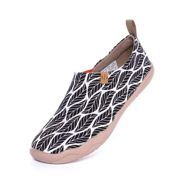 UIN Footwear Women Beyond the Shadow Canvas loafers