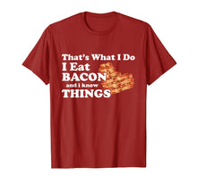 Laden Sie das Bild in den Galerie-Viewer, Thats What I Do I Eat Bacon and I Know Things Shirt