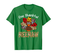 Laden Sie das Bild in den Galerie-Viewer, One Thankful Meemaw Leopard Turkey Thanksgiving Meemaw Gift T-Shirt