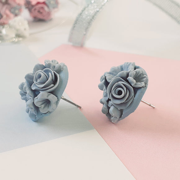 Flower bouquet studs - blue