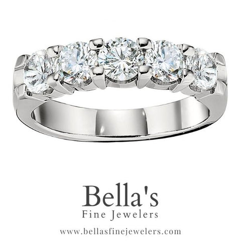 2020 wedding band trends with big diamonds