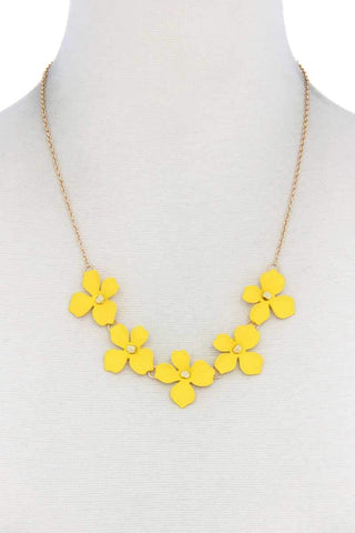 Yushikas Boutique Flower Necklace