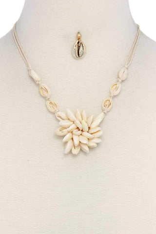 Yushikas Boutique Gold Seashell Necklace