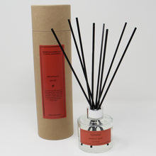 Load image into Gallery viewer, Northumbrian Candleworks - Seasonal Spice - Reed Diffuser with Tube