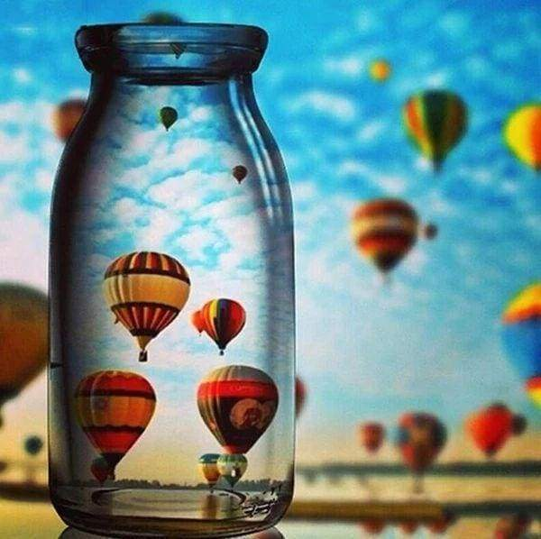 Diamond Painting | Diamond Painting - Hot Air Balloon and Vase | Diamond Painting Landscapes landscapes | FiguredArt