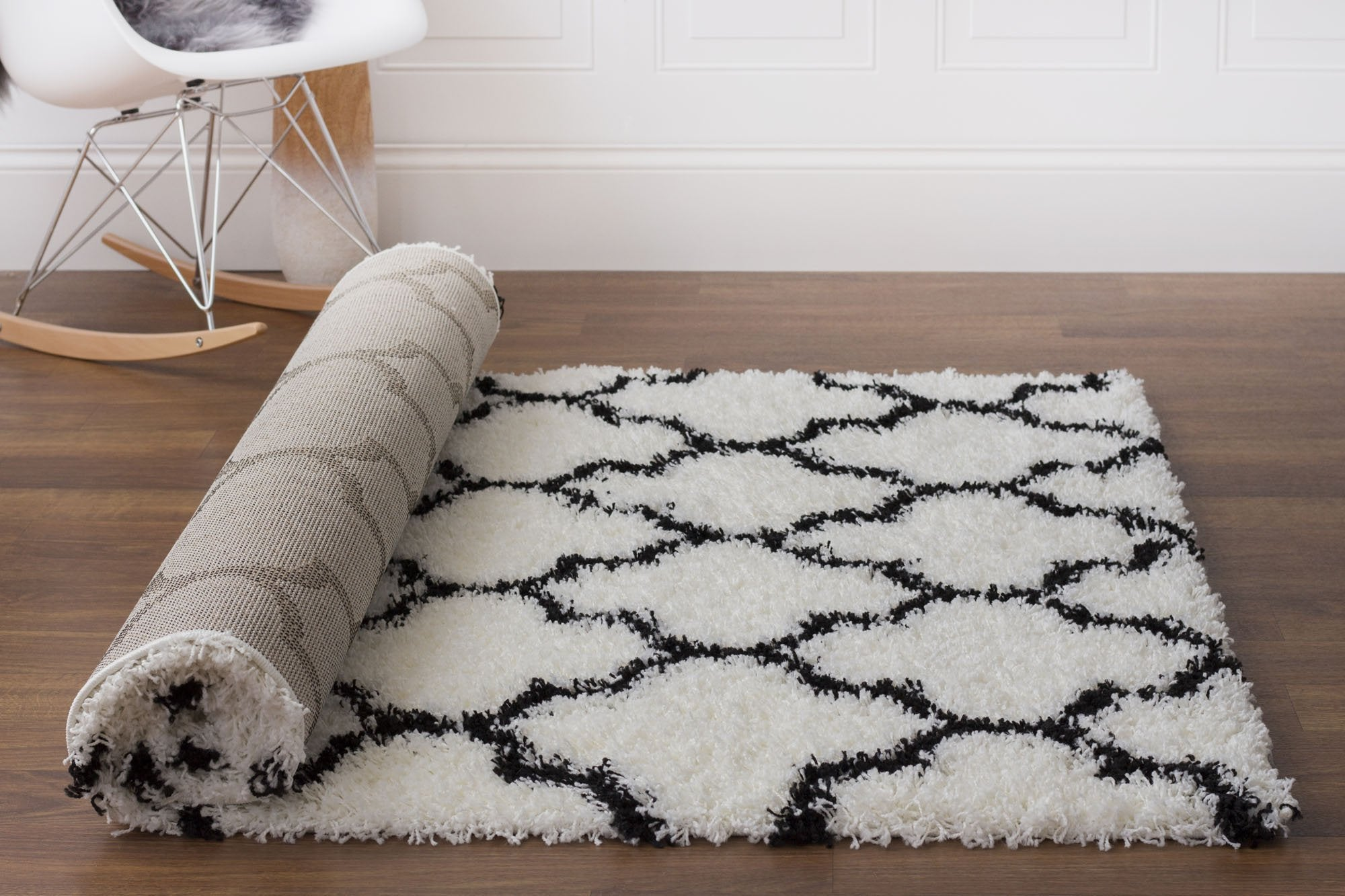 Super Area Rugs Moroccan Trellis Cozy Large Shag Rug for Home Decor 8X10, White & Black