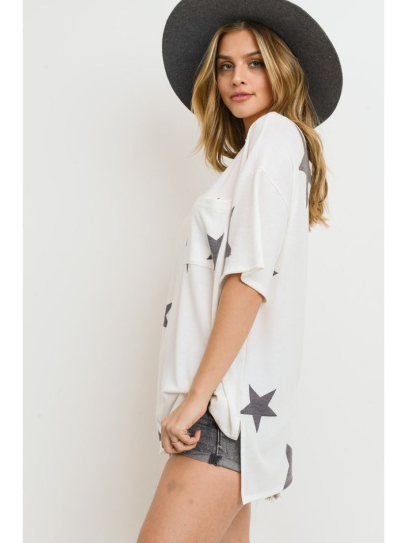 STAR PRINT TOP WITH A CHEST PATCH POCKET T1850