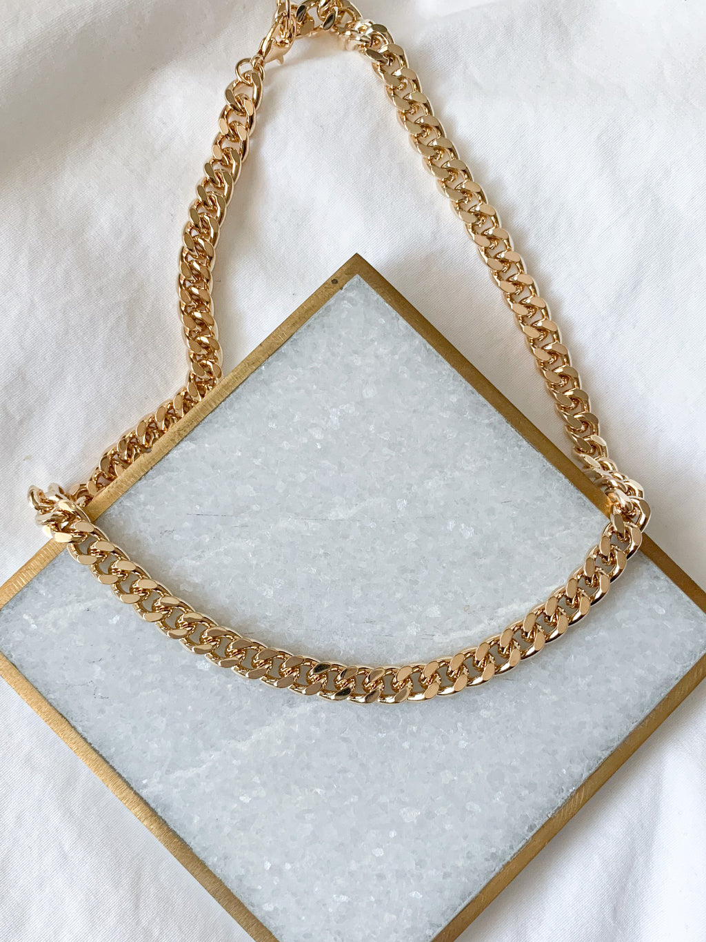 Briella Clasp Curb Chain Necklace (Gold)