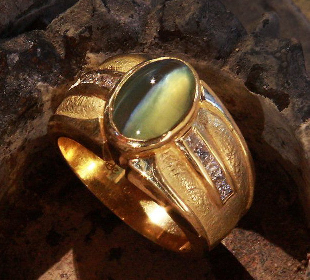 Men's Chrysoberyl Cat's Eye 18kt Gold and Diamond Ring