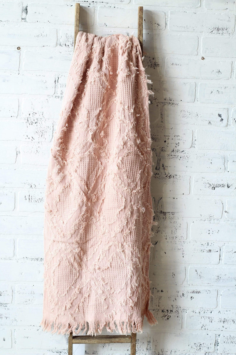 blush waffle weave table runner, diamond fringe pattern cotton table runner, table linen french country chic, modern farmhouse decor, vintage farmhouse decor ideas