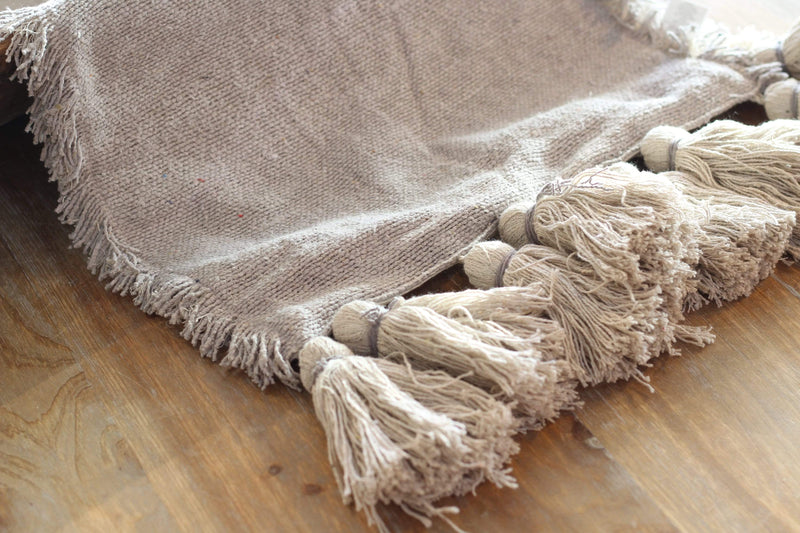 grey tassel table runner,  modern farmhouse décor ideas, vintage farmhouse, rustic farmhouse, farmhouse style