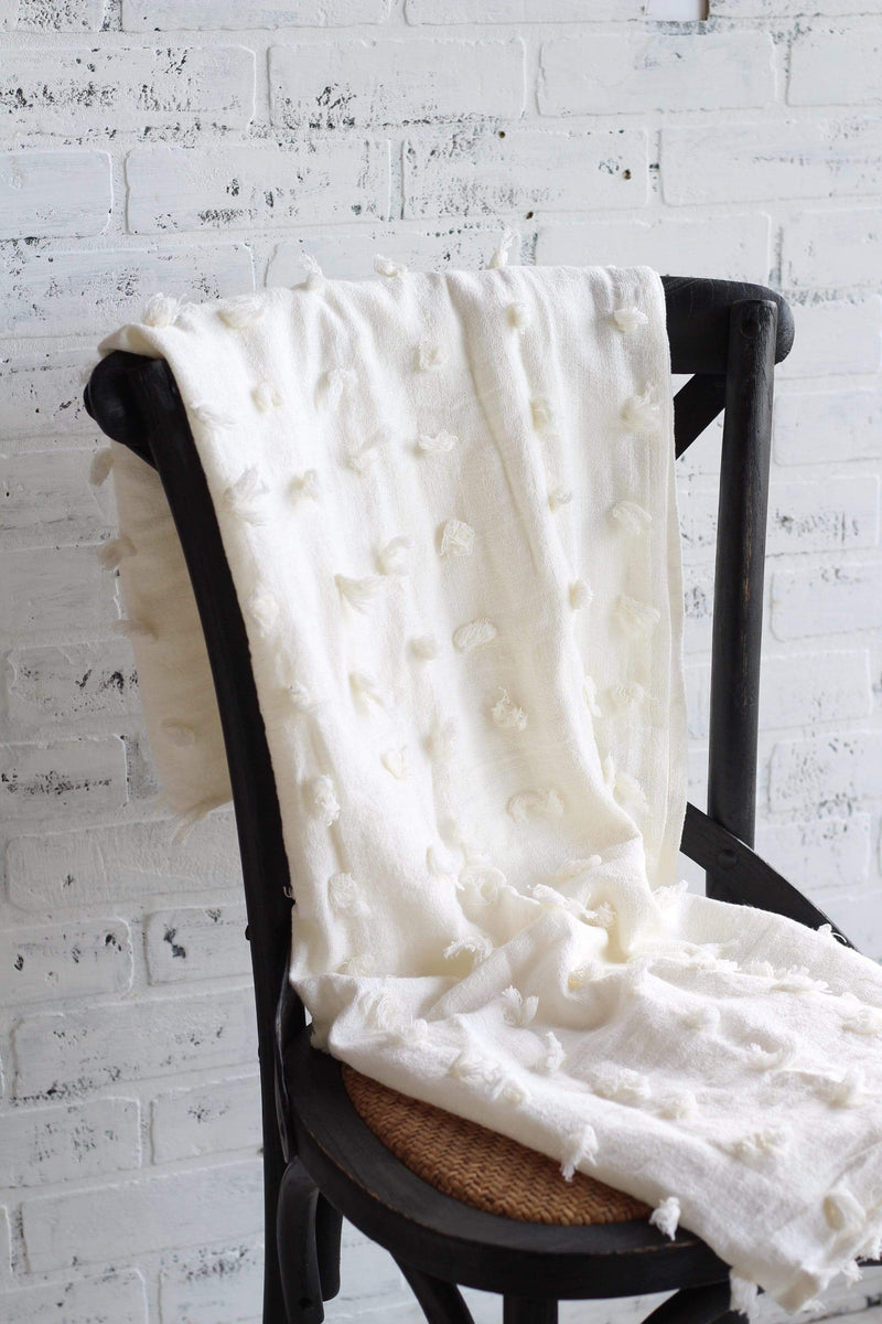 white tassel throw blanket, farmhouse decor, french country decor, modern farmhouse decor ideas, vintage farmhouse home decor, country chic living room ideas