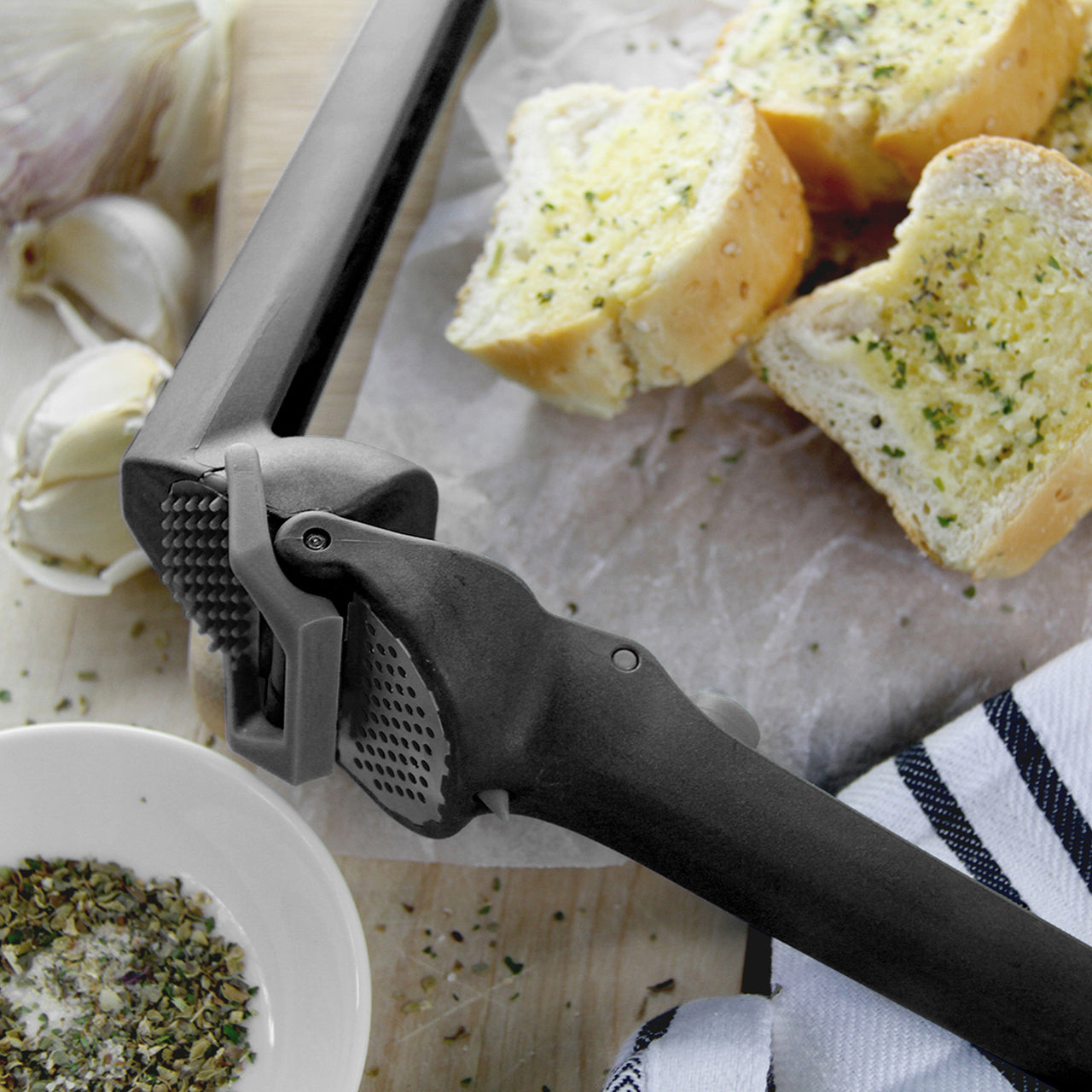 Dreamfarm Garject Lite Garlic Press / Black