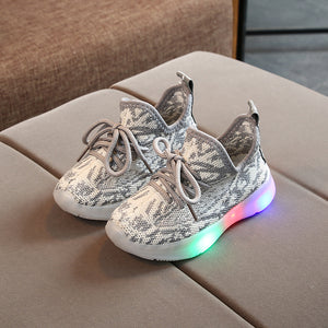 New Children LED Light Baby Light Up Shoes Breathable Light Up Sneakers Boys Girls Flying Shoes Flashing Light Trainers Luminous Infant Shoes Sneaker
