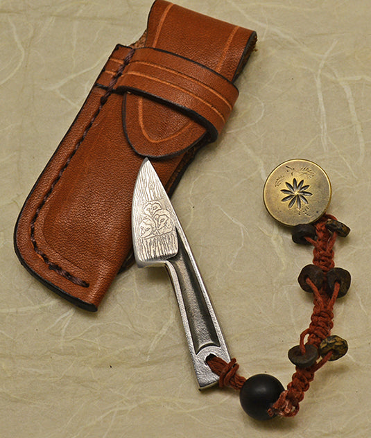 Boye Basic Photon with '3 Baby Barn Owls' Etching with Leather Belt Sheath and Antique Button Lanyard.