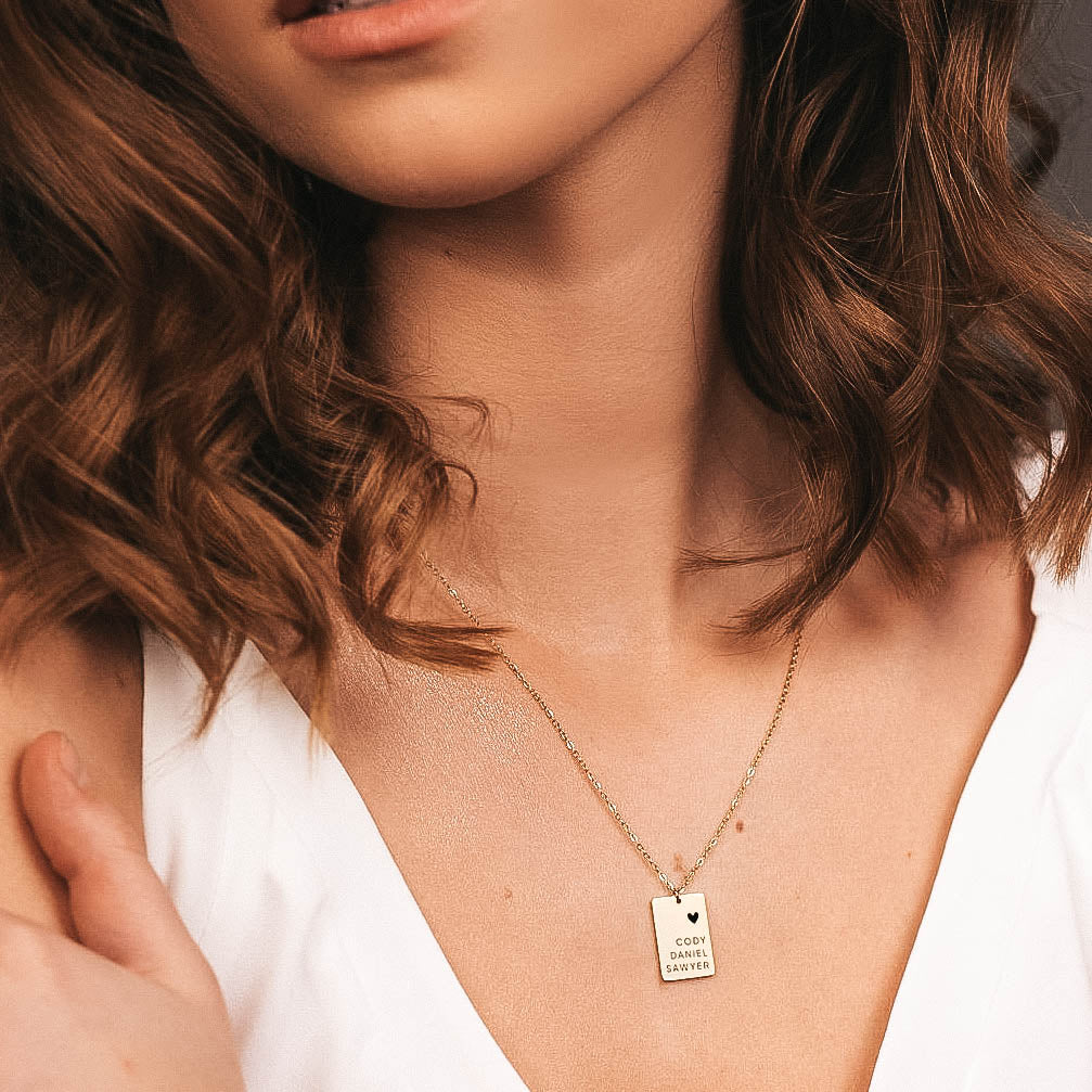 ELEGANT ENGRAVED RECTANGLE NECKLACE