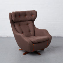 Load image into Gallery viewer, Parker Knoll 1028 Statesman Chair