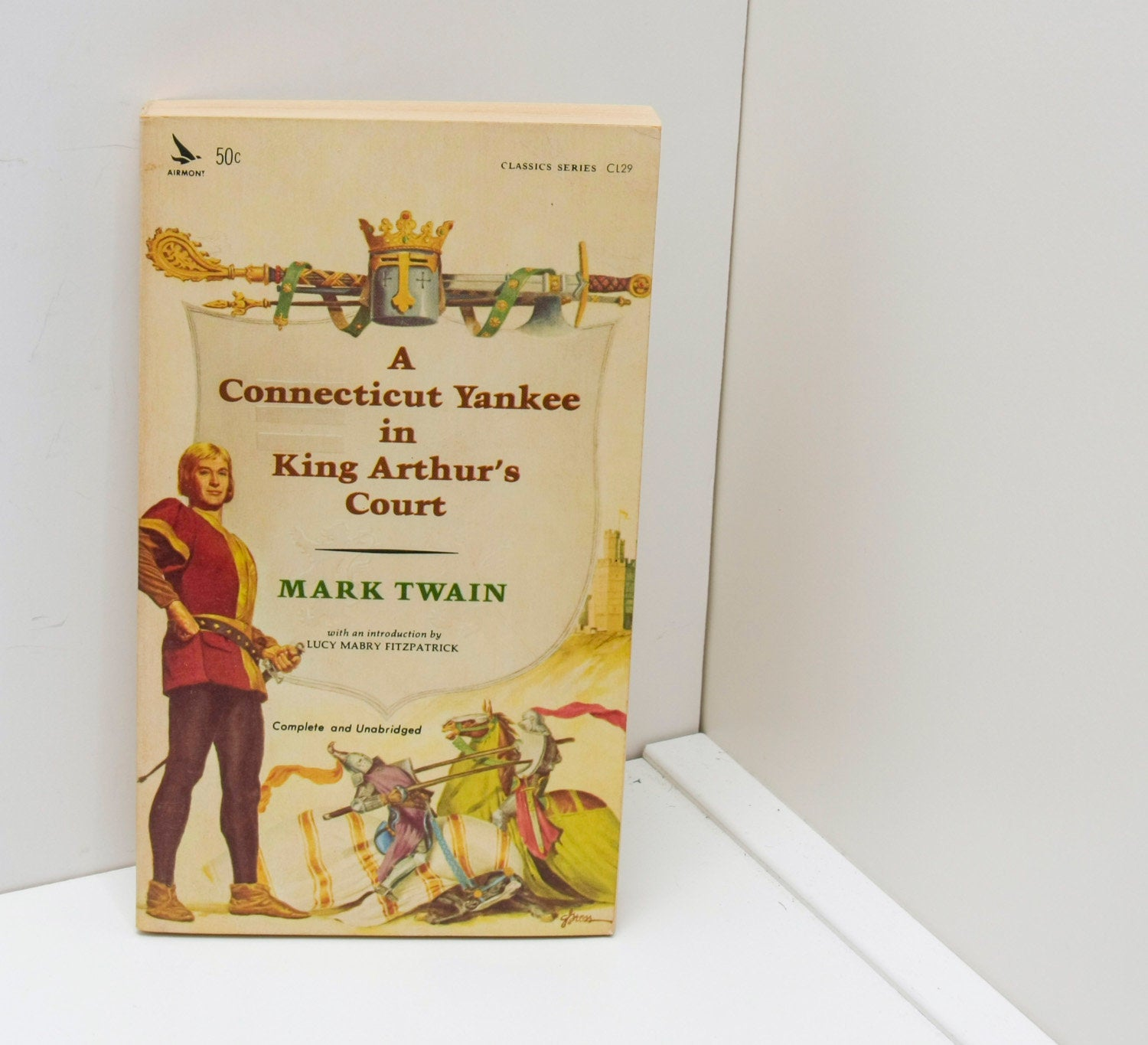 "Mark Twain ""A Connecticut Yankee in King Arthur's Court"" Vintage Paperback [c.1964] Almost new!"