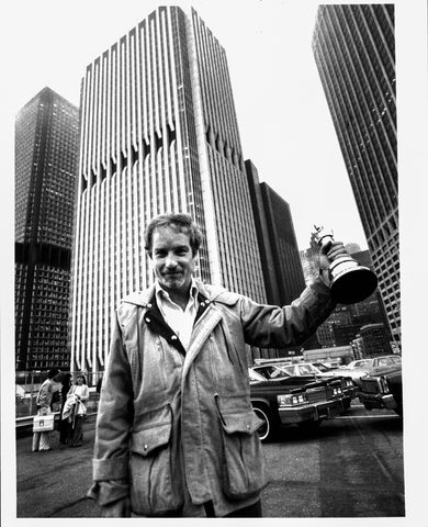 "Richard Dreyfuss after winning the Best Actor Oscar for ""The Goodbye Girl"" [4/4/1978] Wall Street Heliport New York City 8x10"" press photo"