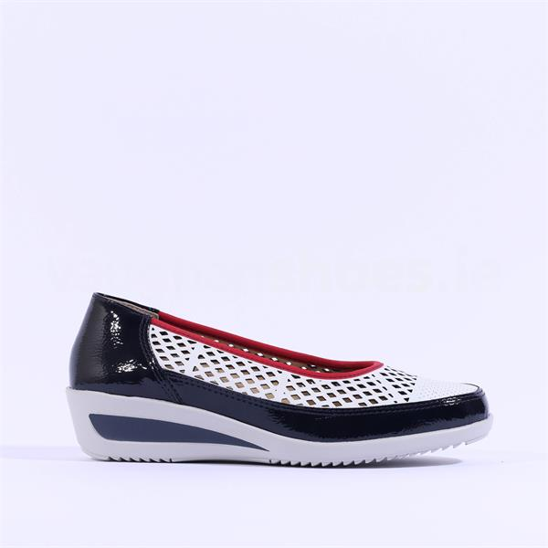 Ara - Navy, Red & White preforated wedge pump