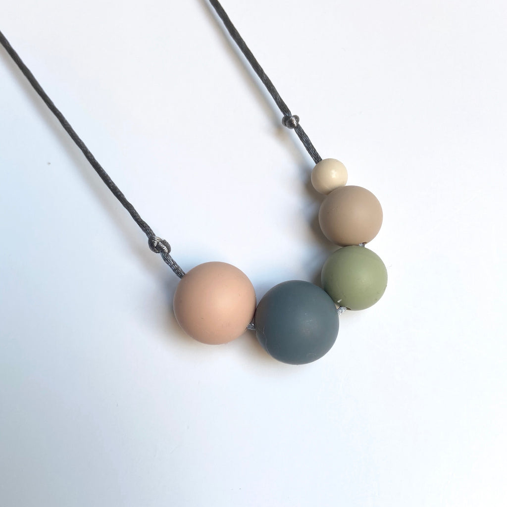 Mama Knows - Teething Necklace - Millie Naturals
