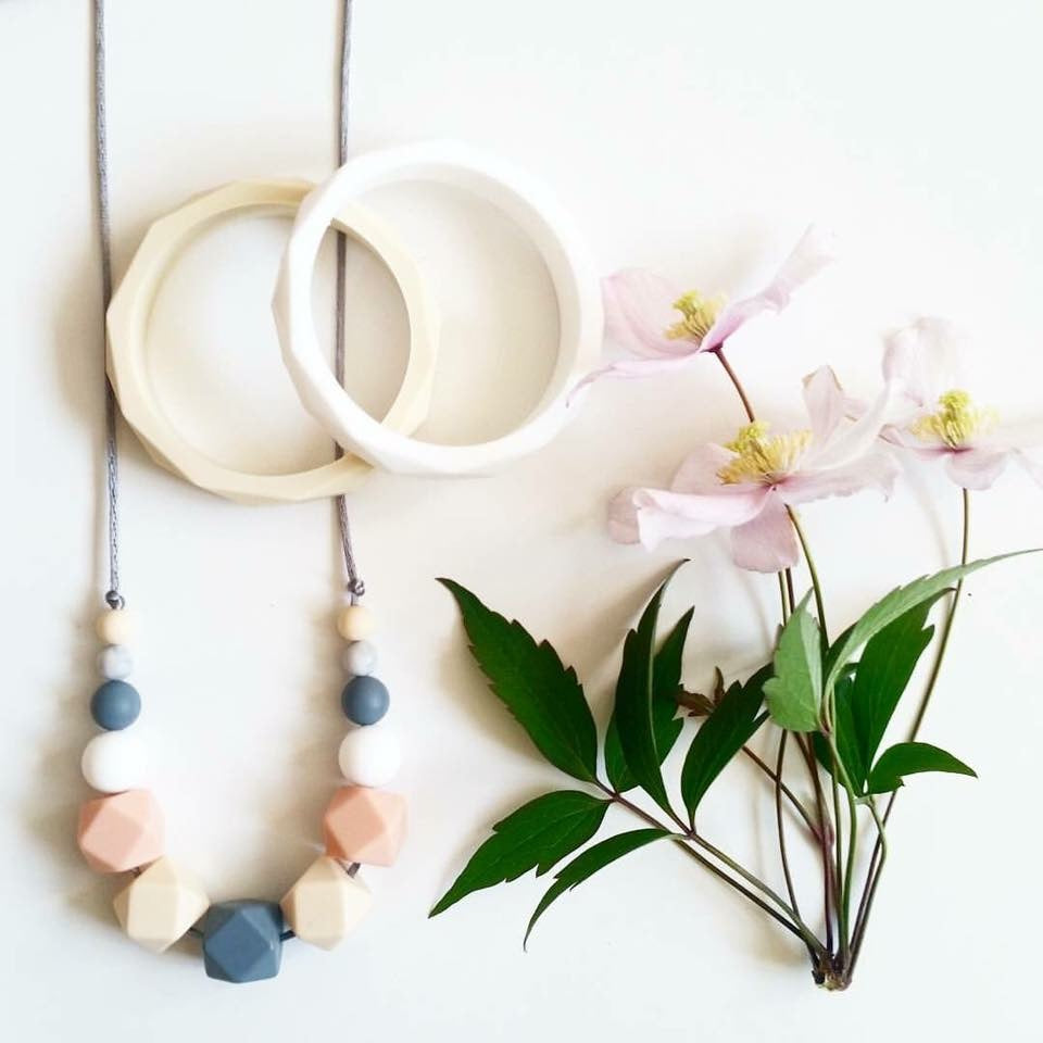 Mama Knows - Teething Necklace - Spring