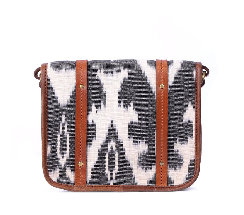 GREY & WHITE IKAT