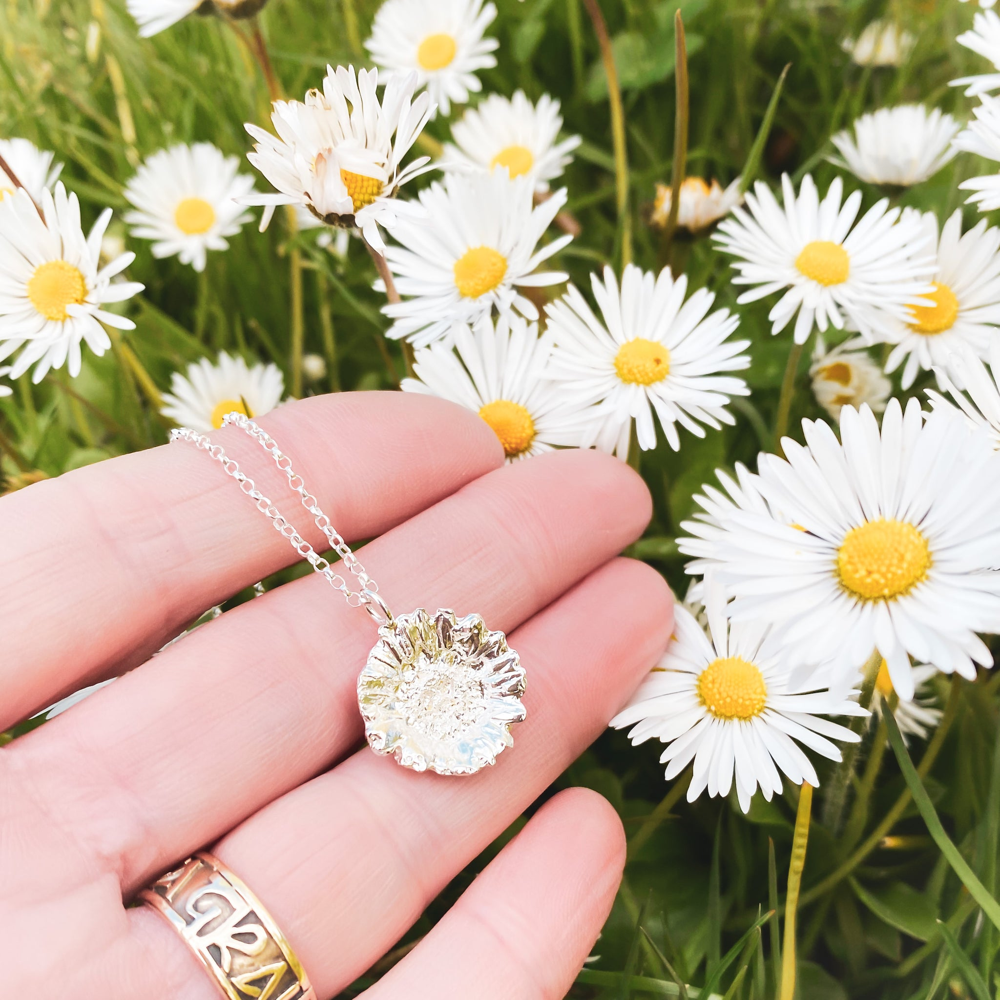 Small Silver Daisy Necklace