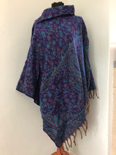 Load image into Gallery viewer, Ponchos - Warm Paisley Collar Poncho