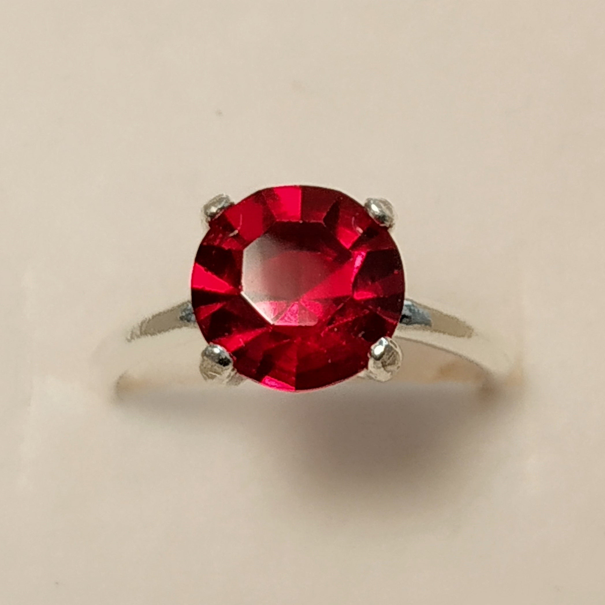 https://josefacreations.com/products/bague-solitaire-argent-cristal-swarovski-rouge.jpg