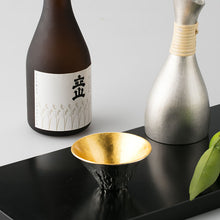 Load image into Gallery viewer, Nousaku Sake Cup Mount Fuji Fujiyama Gold Leaf