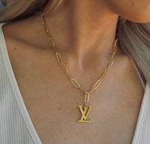 Load image into Gallery viewer, LV + Link Necklace - Gold