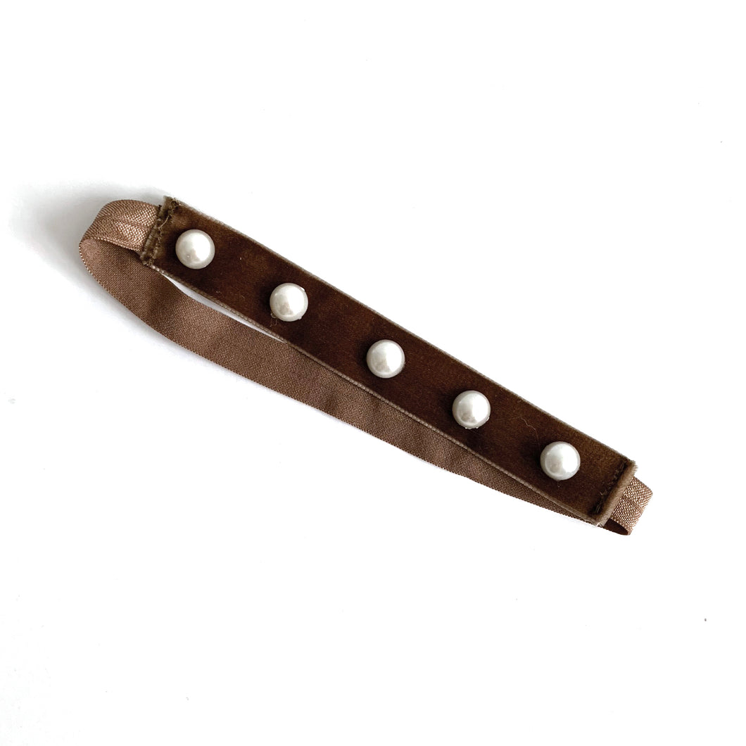 Pearl-embellished velvet headband (brown)