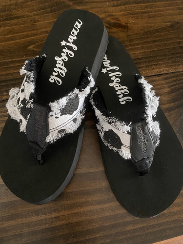 LOLA SANDALS- BLACK & WHITE -VERY G
