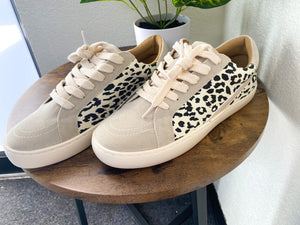 THE CALI SNEAKERS