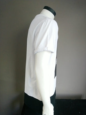 Supply & Demand shirt. Zwart Wit met opdruk. Maat XL / L
